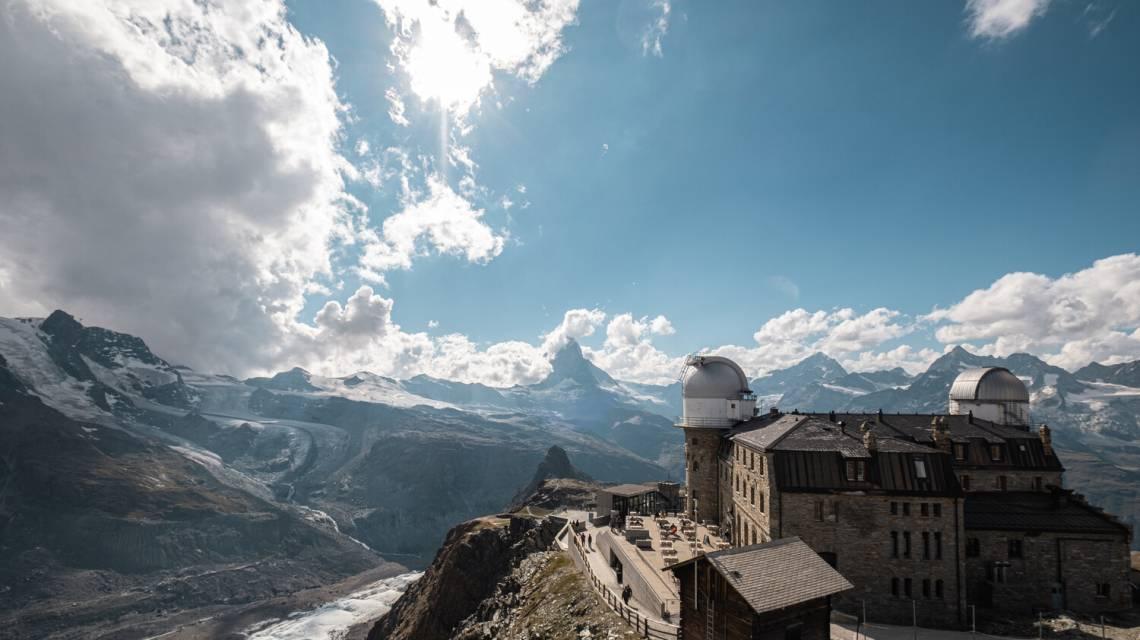 Blick von der Aussichtsplattform auf das Matterhorn und das Kulmhotel