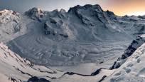 Blick auf den Gornergletscher am Abend im Winter