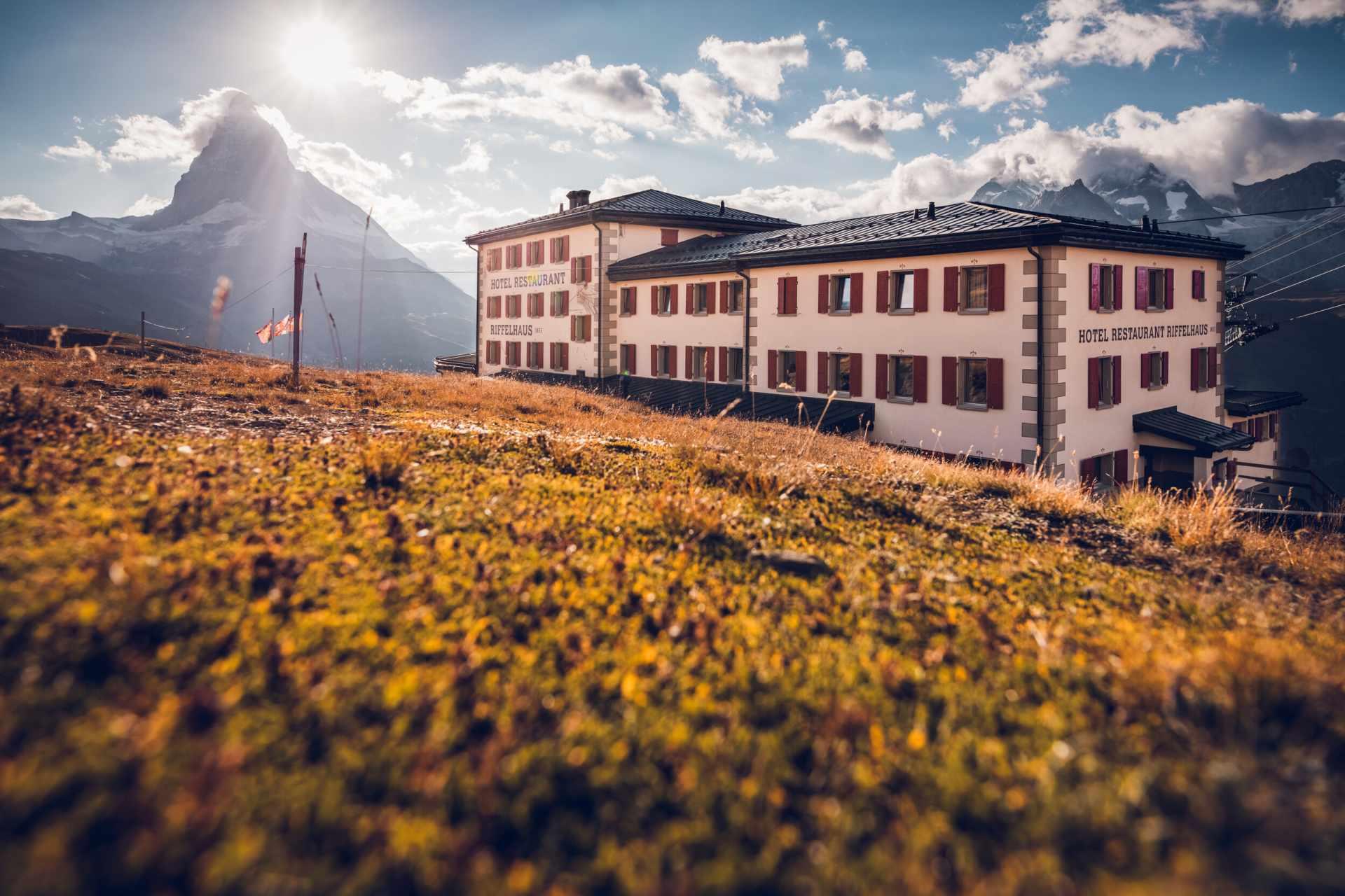 Hotel Restaurant Riffelhaus sur le Riffelberg au-dessus de Zermatt en été