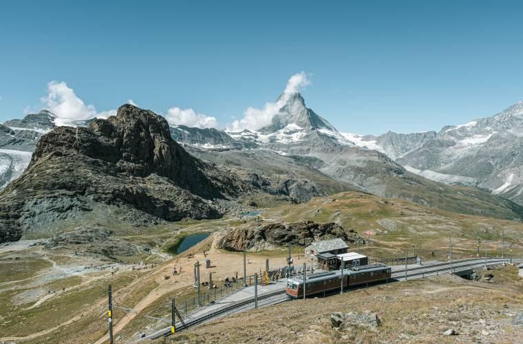 Station Rotenboden mit Riffelsee im Sommer