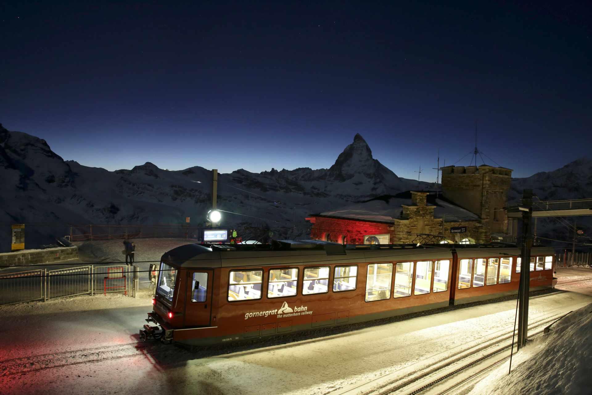 Gornergrat Bahn bei Nacht im Winter