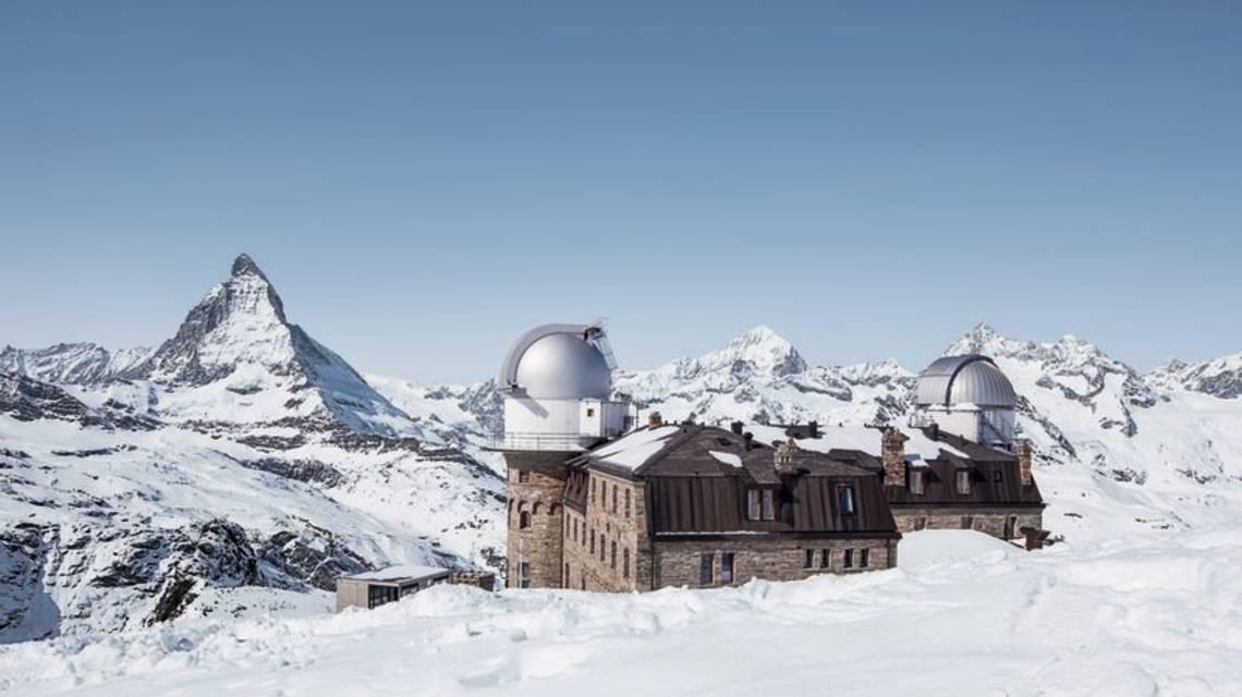 Kulmhotel en hiver avec vue sur le Cervin