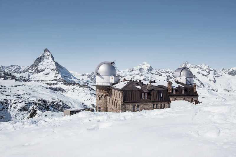 Kulmhotel im Winter mit Blick auf dsa Matterhorn