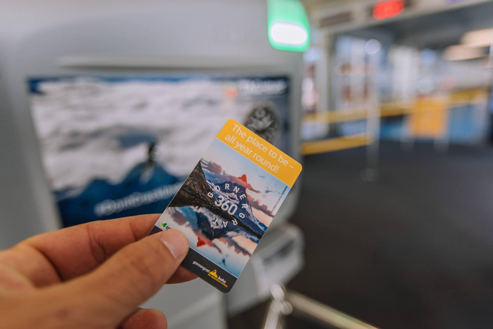 Keycard am Drehkreuz der Gornergrat Bahn in Zermatt