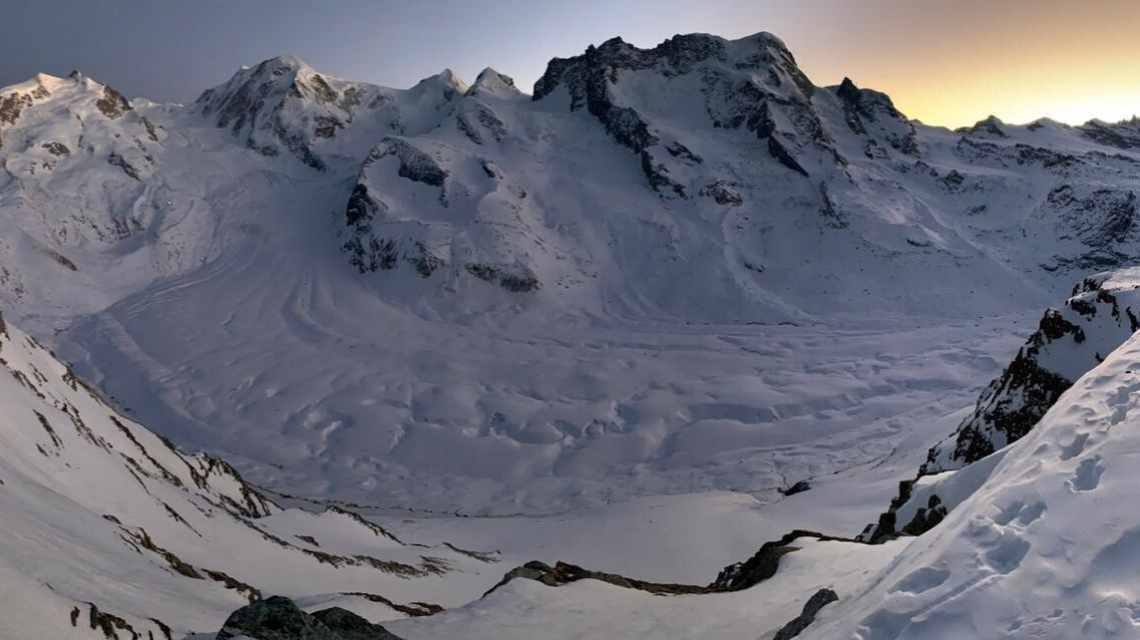 Winterliche Abendstimmung am Gornergrat oberhalb Zermatt während Dining with the Stars