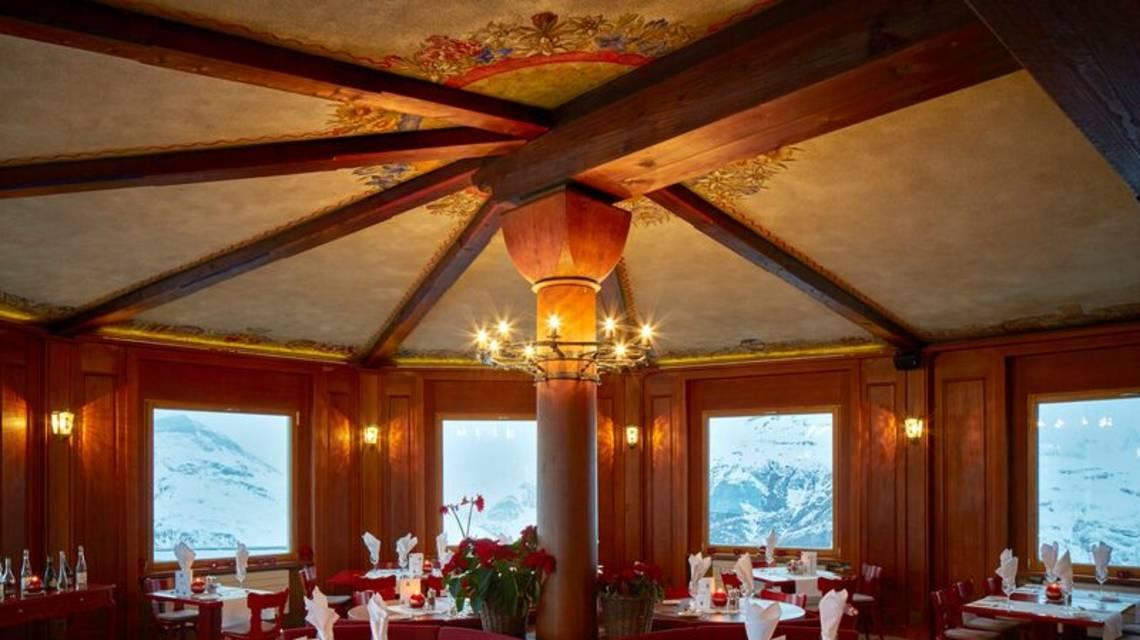 Le restaurant du Riffelhaus vu de l'intérieur.