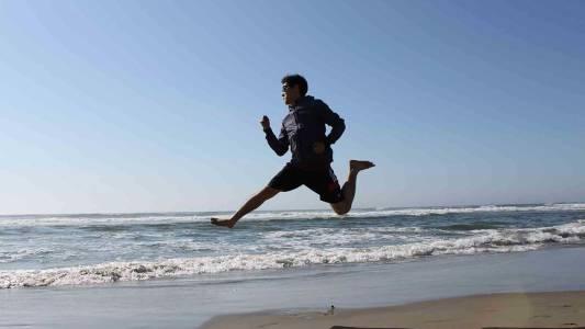 俄勒冈州立大学学生在海滩