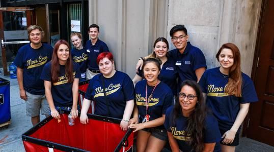 学生们可以在萨福克大学国际大学一年级课程中学习传播学