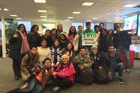 INTO马歇尔大学学生在机场