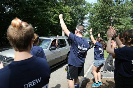 Welcome crew helps new students move in at Drew University
