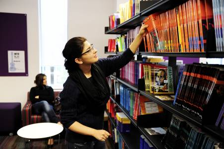 International student using Learning Resource Centre