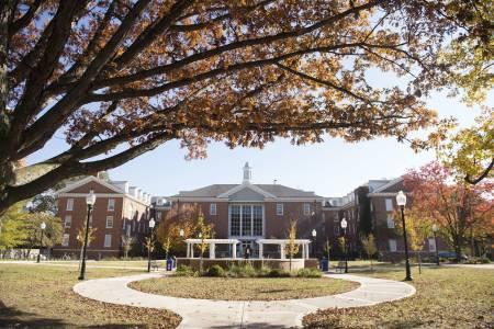 美国伊利诺伊州立大学校园景色