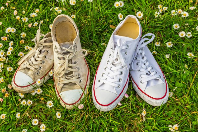 Så får du dina vita skor vita igen