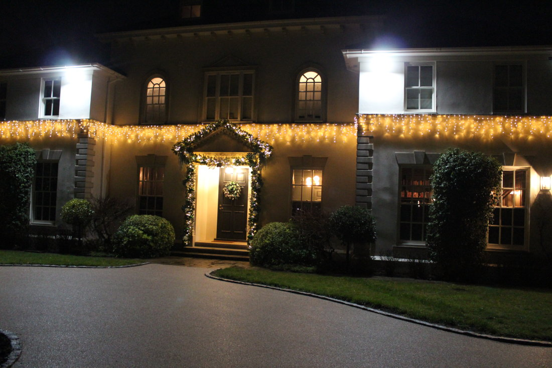 private-home-outside-lights-and-garlands