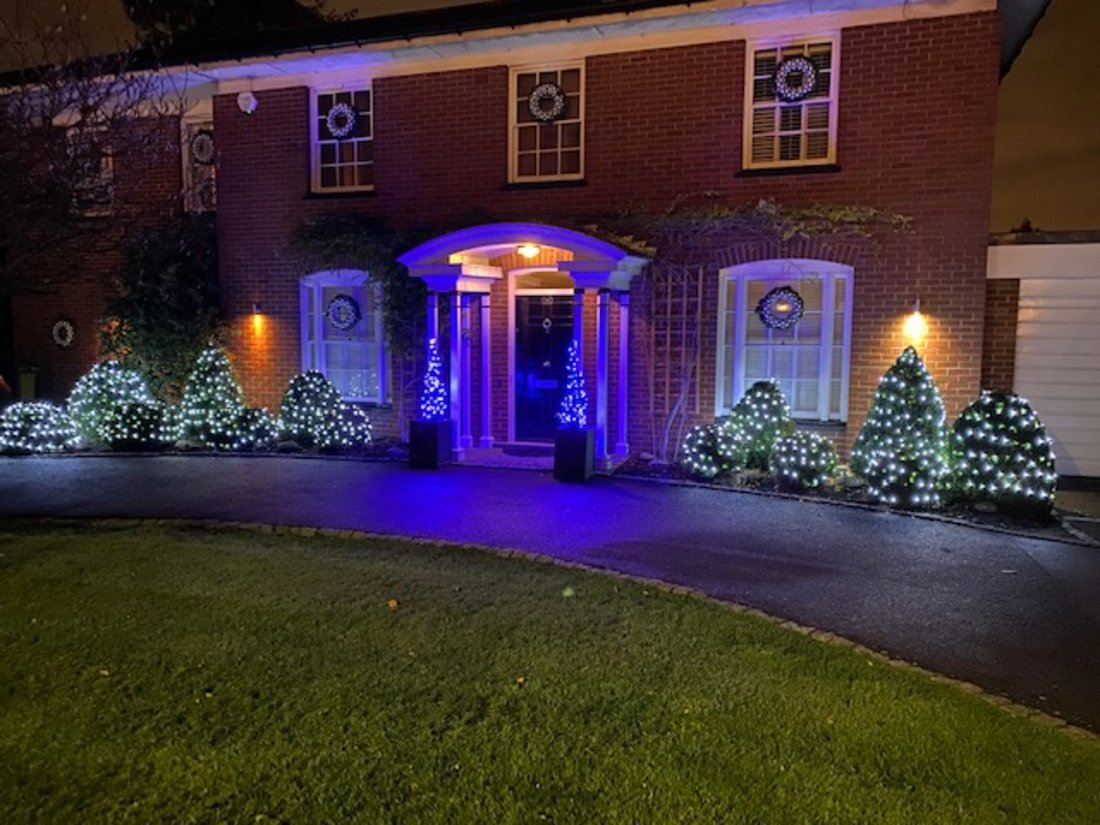 rivate-outside-xmas-home-lights
