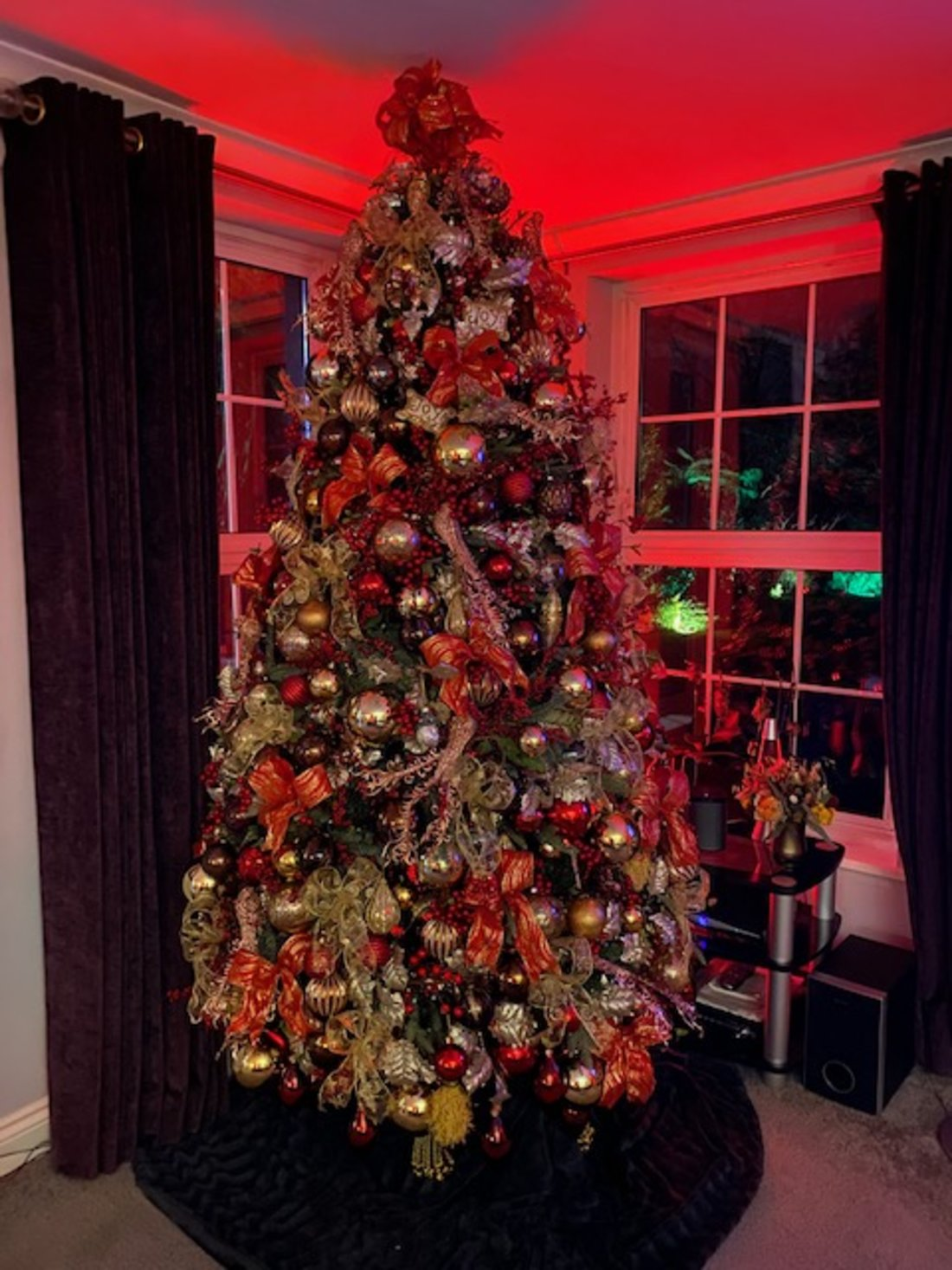 private-home-red-and-gold-xmas-tree