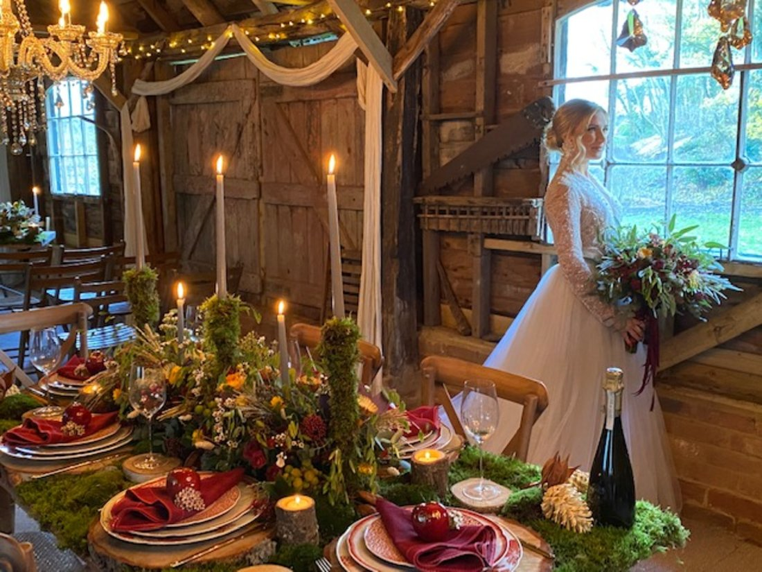 garden-theme-woods-wedding-moss-bride-bouquet