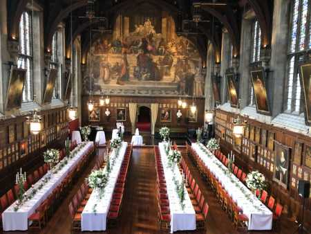 lincolns-inn-venue-wedding-banquet-style-flowers-bride-groom-white-green