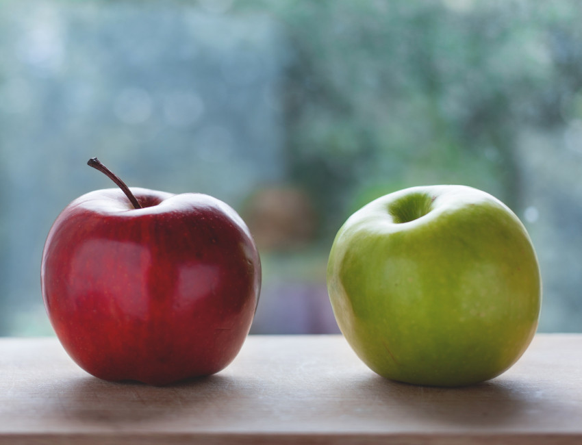 Red apple next to a green apple