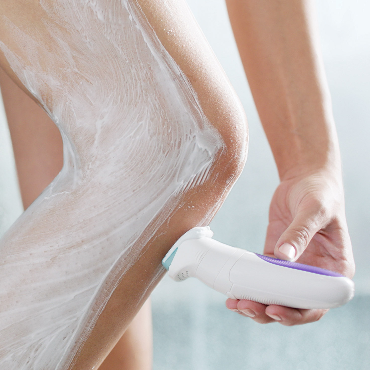 Silk-épil 5 5/880 SensoSmart™ epilator in use