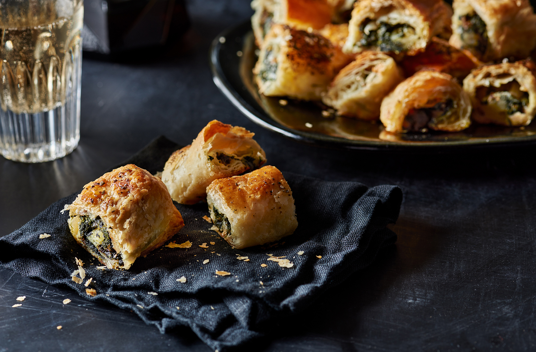 3 crispy rolls of puff pastry stuffed with Roquefort, walnuts and spinach.