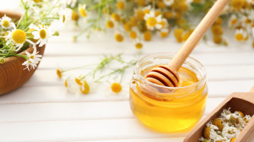 How Honey Can Do Wonders For Your Skin And Hair