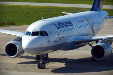 Lufthansa airplane - Lufthansa flight delay compensation
