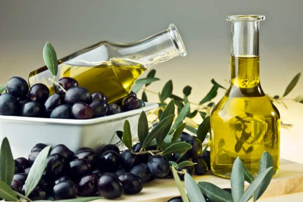 Olives and olive oil image.