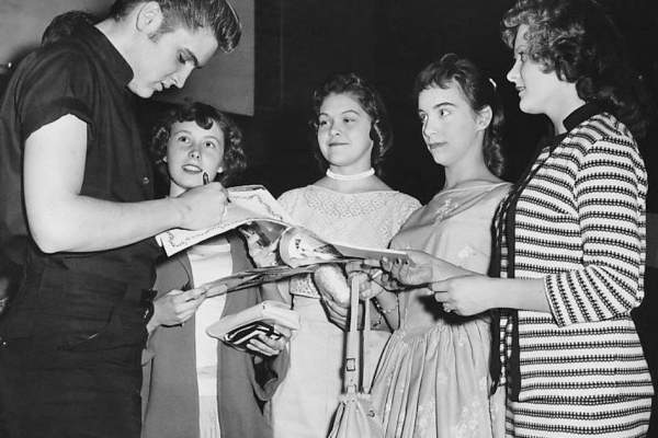 Elvis signs autographs in Minneapolis, 1956