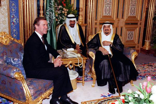 Secretary of Defense William S. Cohen meets with King Fahd bin Abd al-Aziz Al Saud at Al-Yamamah Palace, Riyadh, Saudi Arabia, on Oct. 13, 1998