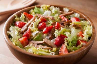 Salad with meat and berries on a low-carb diet.