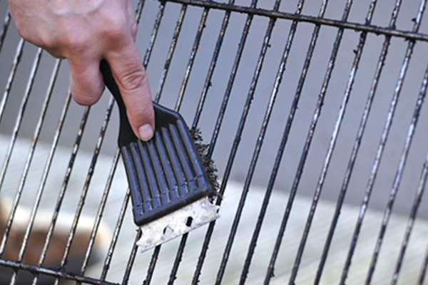 Cleaning the grill with scrubber