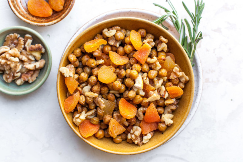 Rosemary-Roasted Chickpea Snack Mix