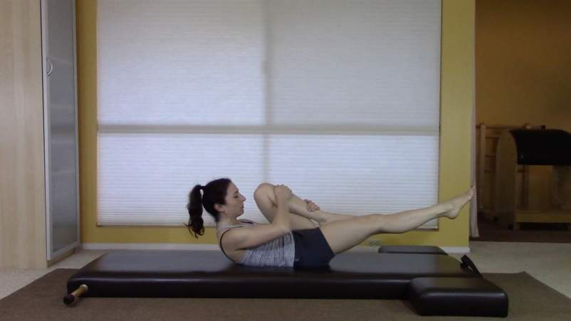The Pilates Exercises That Improve Sleep-Single Leg Pull
