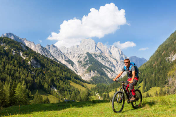 Travel and exercise, mountain biking in the alps.
