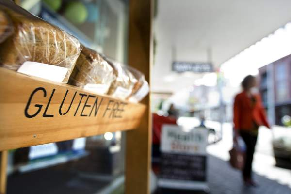 Gluten-free sign in front of bread at farmer's market
