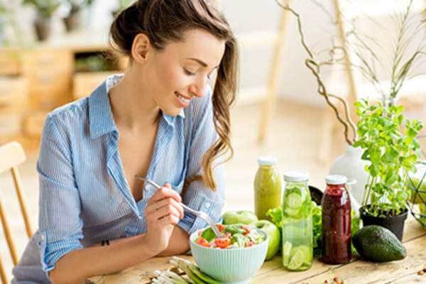 Woman eating a healthy salad.
