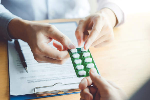 physician recommend pills to male Patient