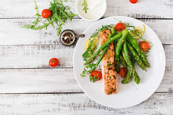 A meal of salmon and asparagus.
