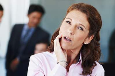 Woman with mouth pain at work.