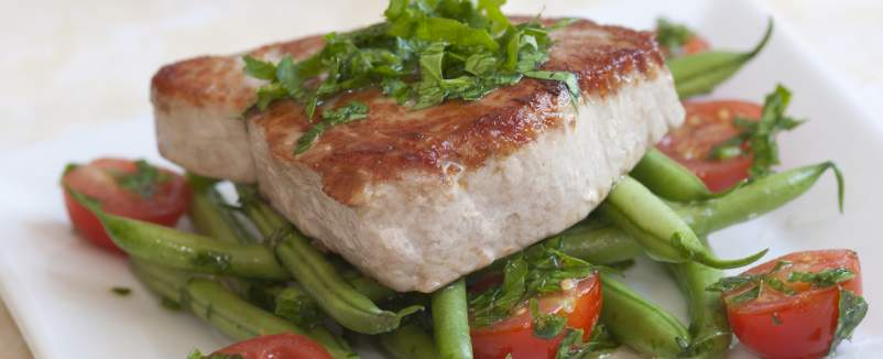 grilled tuna steak on green beans and tomatoes