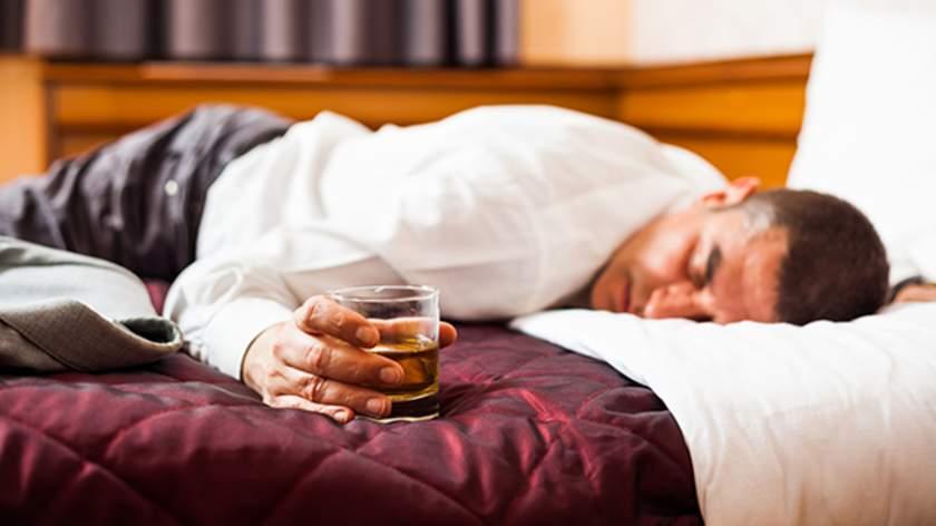 نتيجة بحث الصور عن drinks alcohol before sleeping