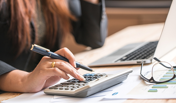 accountant making calculations image