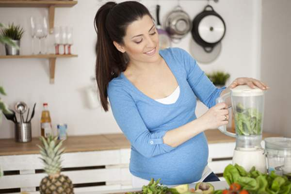 healthy smoothie pregnant woman image