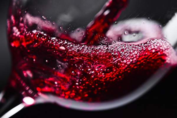 This image has an empty alt attribute; its file name is Red-wine-iStock-452113115.jpg