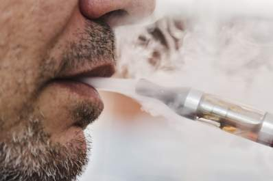 E-Cigarettes With Nicotine May Help Smokers Quit