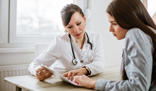 Doctor explaining information to a female patient.