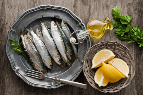 Sardines oil and lemons