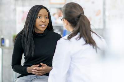 Woman discussing treatment options for IBD with her doctor.