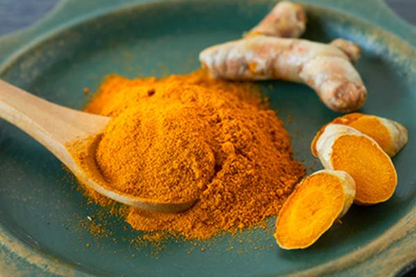 Tumeric root and powder.